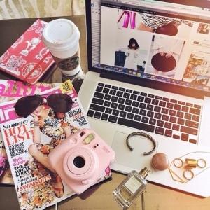 bloggin pic